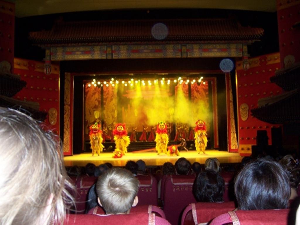 Akrobatik Vorführung in Peking